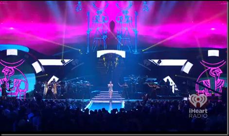 """Rihanna performing ""Cockiness"" at iHeartRadio festival"": Mega ritual de culto a Horus Image_thumb50"